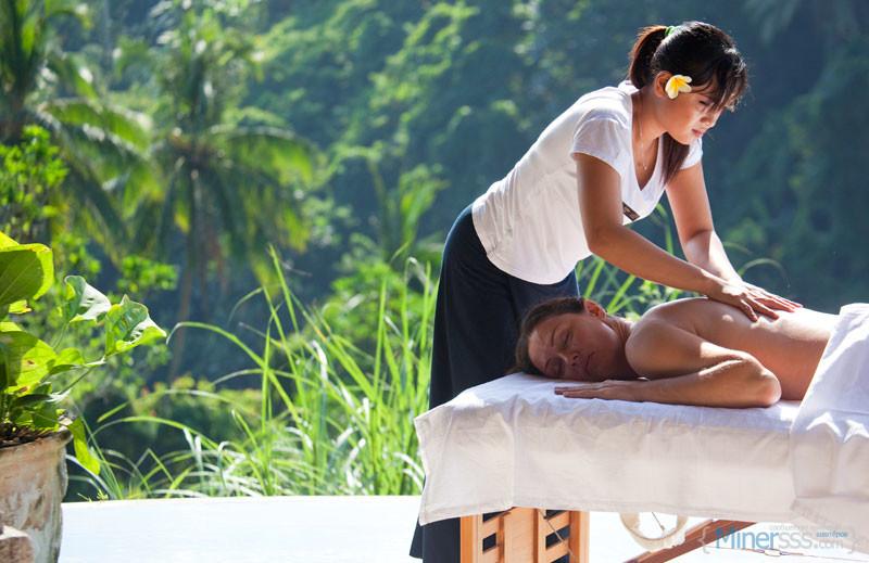 balinese-massage-at-lembah-spa